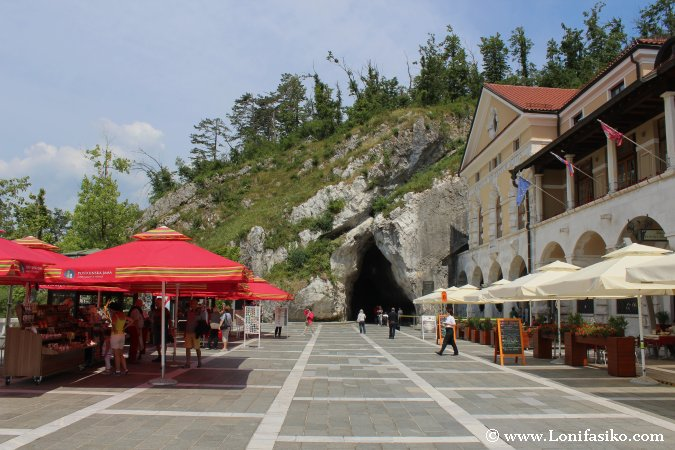 Cueva de Postojna en Eslovenia Parque temático