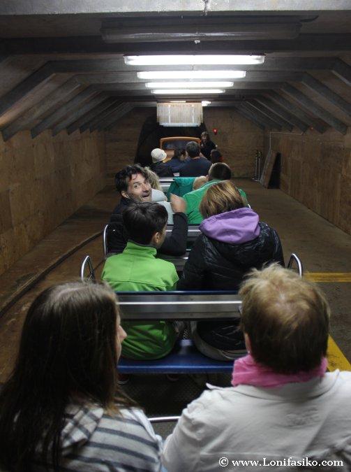 Visitar cueva en tren es Eslovenia