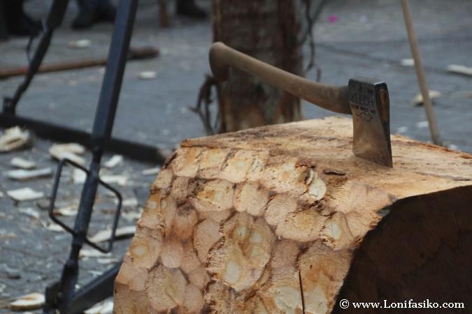 Hacha aizkolari para cortar troncos