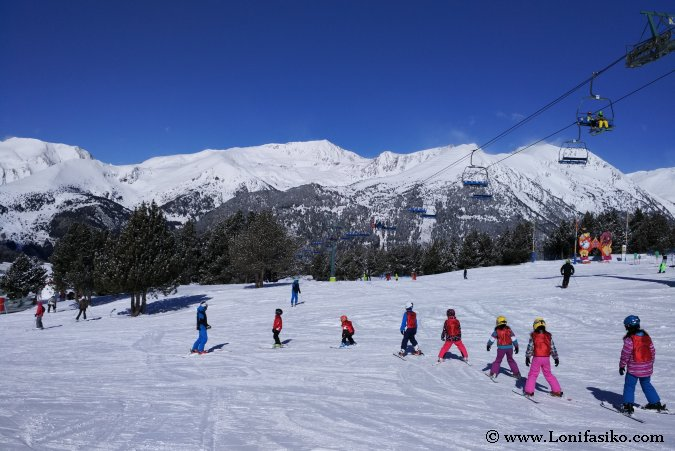 Esquiar con niños en Andorra