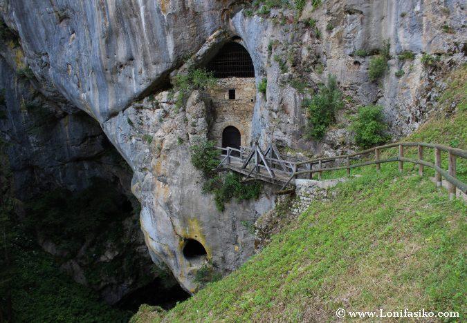 Castillo Predjama Visitar Cueva