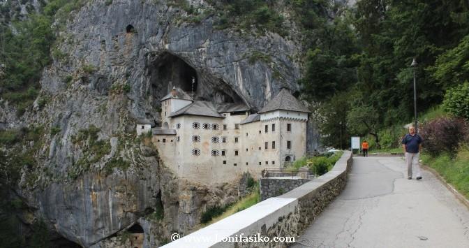 Castillo de Predjama, la guarida de Erasmo Lueger, el Robin Hood esloveno
