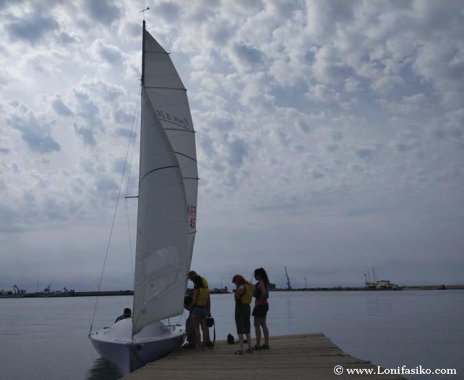 Navegar en un velero en Sant Carles de la Rapita