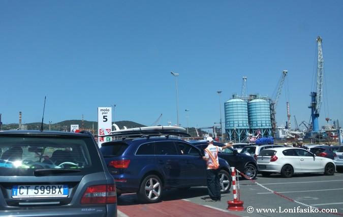 Ferry a Elba en puerto de Piombino