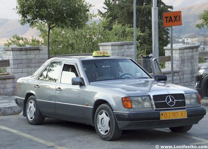 Albania taxi Mercedes coches antiguos fotos