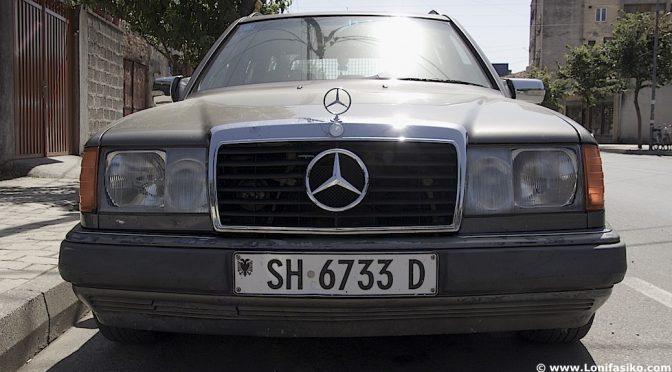 Albania, el 'macrogaraje' de los Mercedes vivientes