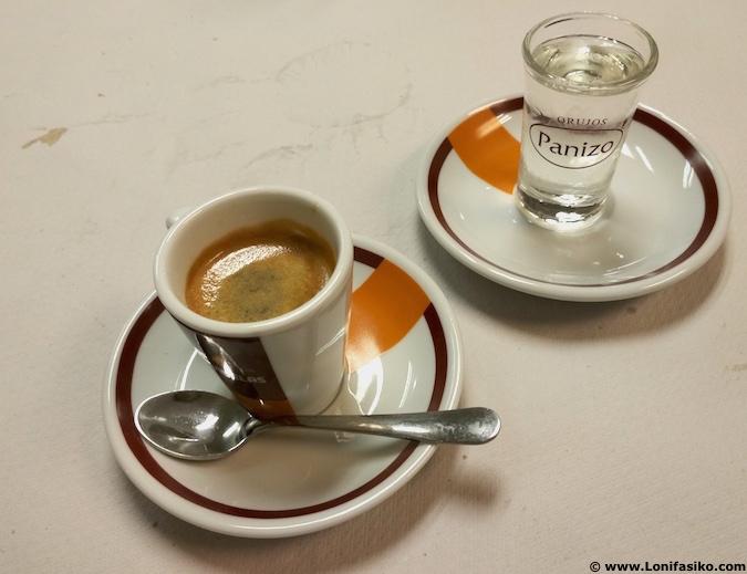 café con orujo blanco fotos