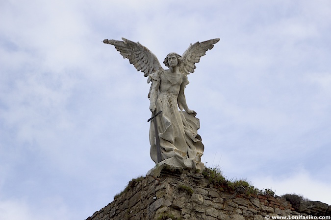 cementerio Comillas angelote Ángel exterminador
