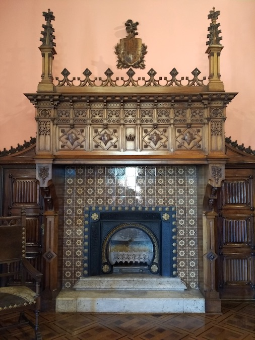 palacio sobrellano comillas chimeneas