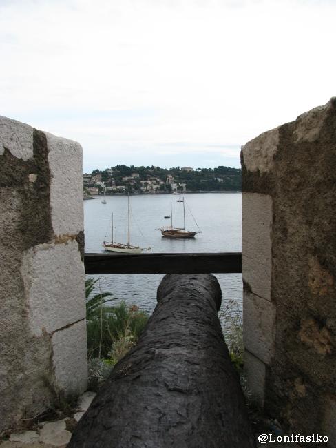 Cañón apuntando a la bahía de Villefranche