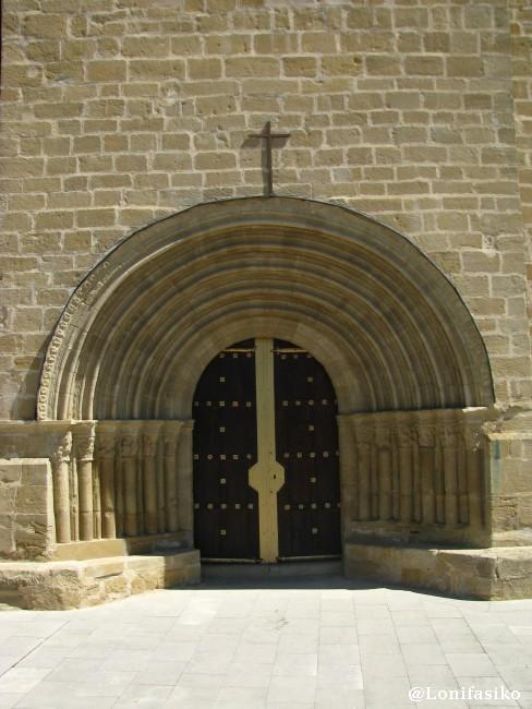 Detalles de la entrada y puerta de la Ermita del Santo Cristo
