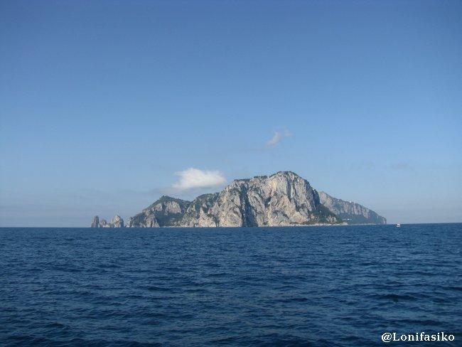Isla de Capri desde Positano fotos