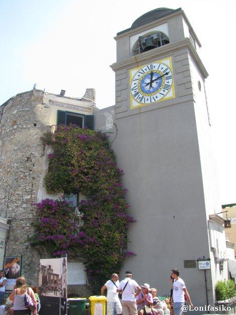 Torre-campanario con reloj original en la Piazzeta