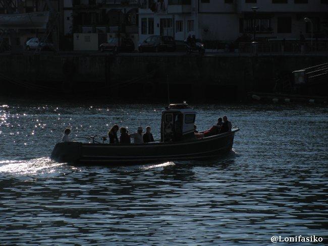 Barcaza que cruza de Pasai Donibane a Pasai San Pedro
