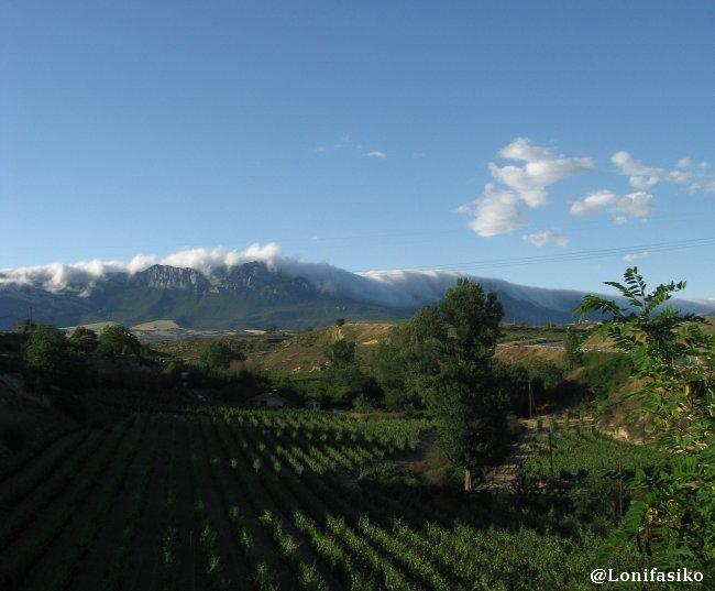 Efecto Foehn sobre Sierra Cantabria, en Rioja Alavesa