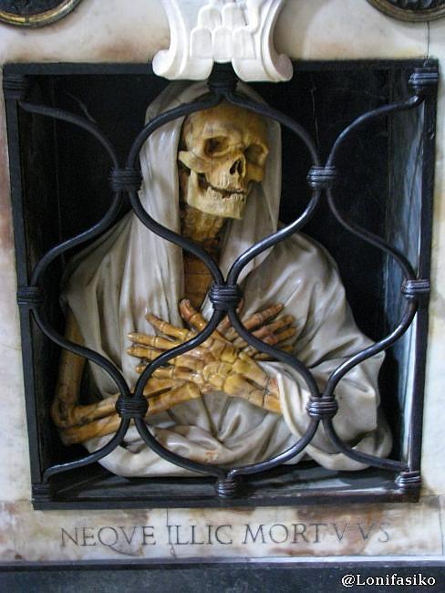 Iglesias de Roma: Calaveras en Santa María del Popolo
