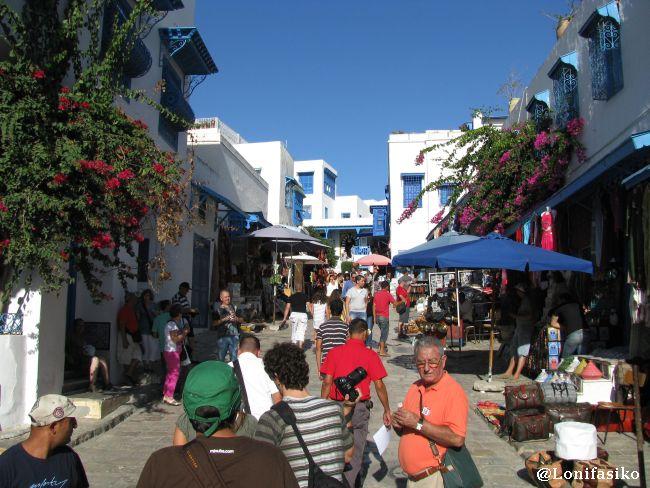 Calle principal de subida a la parte vieja y alta de Sidi Bou Said