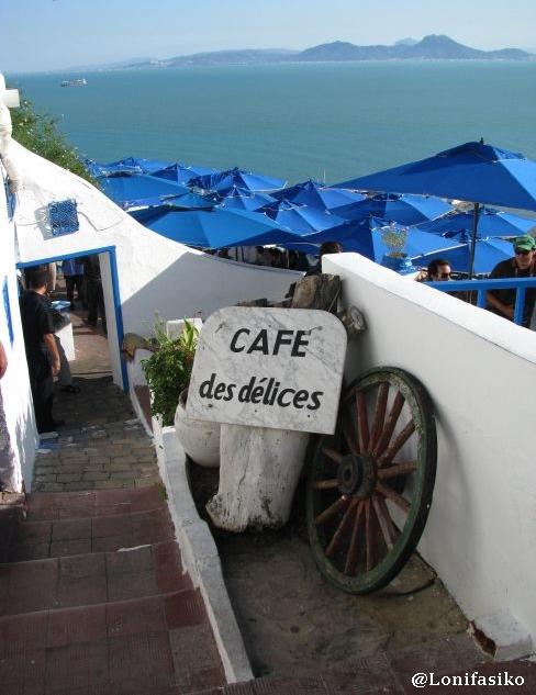 Entrada al famoso Café des Delices en Sidi Bou Said