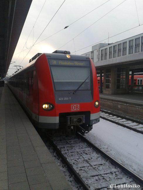 S8 dirección al aeropuerto (Flughafen en alemán) en la estación de München Ost