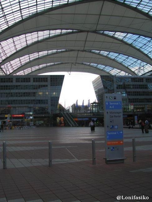 Espacio abierto y cúpula de la Terminal 2 a atravesar para ir a coger el S-Bahn