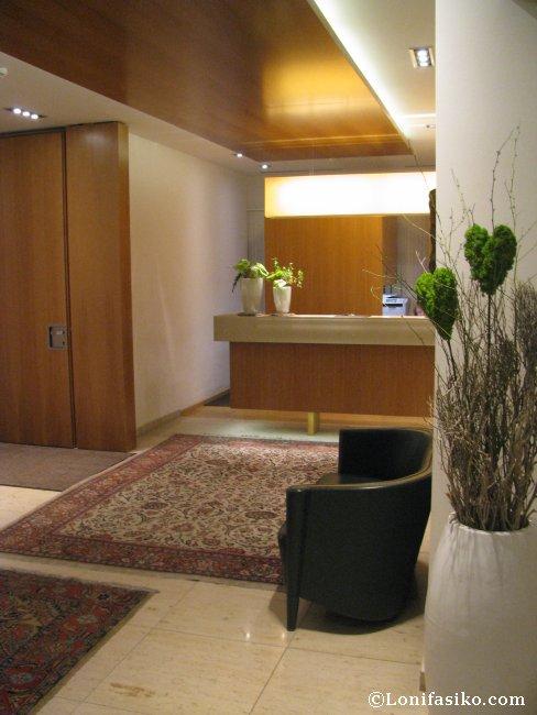 Espacio de la recepción del Hotel Maximilian en Innsbruck