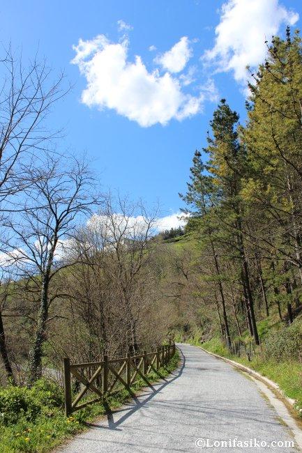 Tramo de la vía verde ya inmersa en el Barrio y Valle de Aizpurutxo