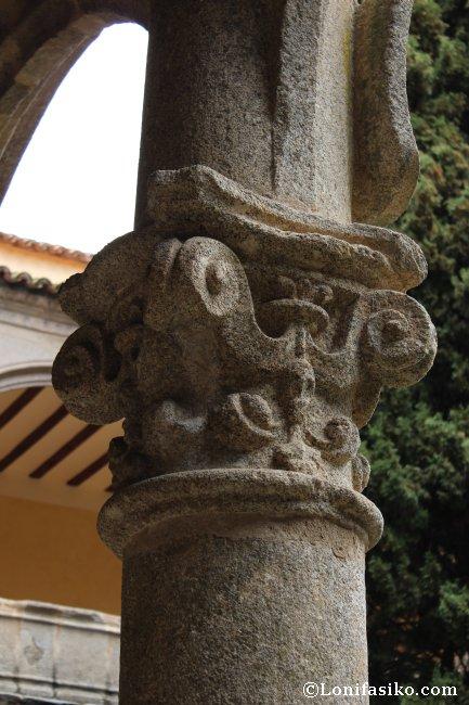 Detalle de columna en el claustro del Monasterio de Yuste