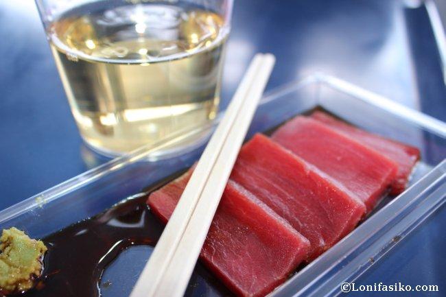 Catando sashimi de atún rojo del Mediterráneo, delicioso