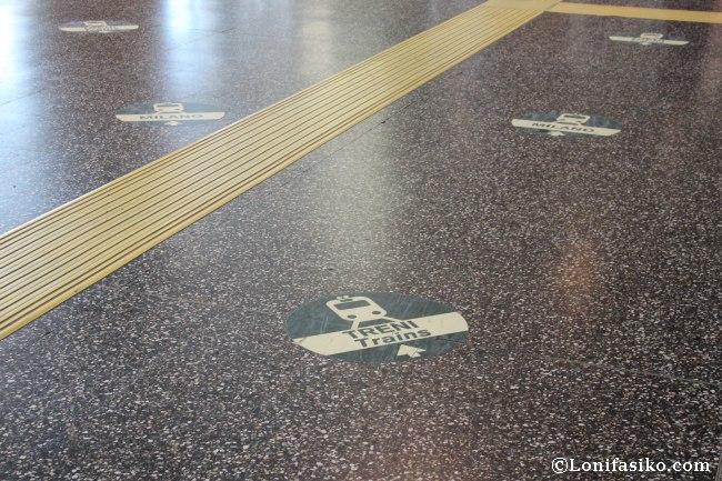 Aparente división de señalética en el aeropuerto Malpensa