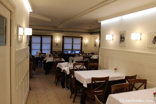 Entrada al comedor del Restaurante La Muralla de Donostia San Sebastián