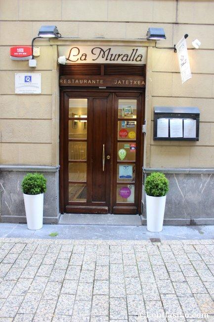 Entrada al Restaurante La Muralla de Donostia San Sebastián