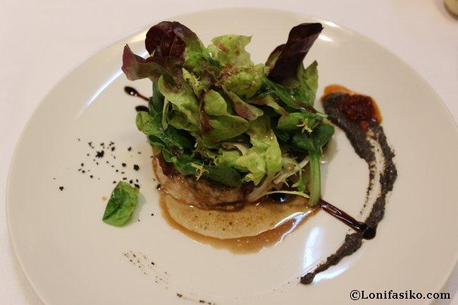 Ensalada de antxoas marinadas con tapenade de aceitunas negras