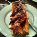 Tostada con aceite y jamón, así se desayuna en Extremadura