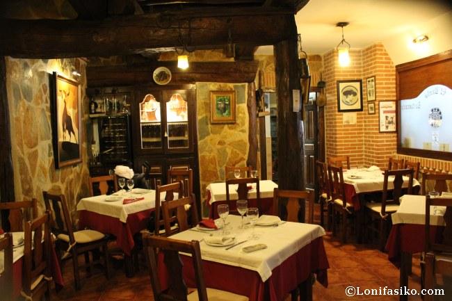 Interior del comedor del Restaurante El Ruedo, en Candelario