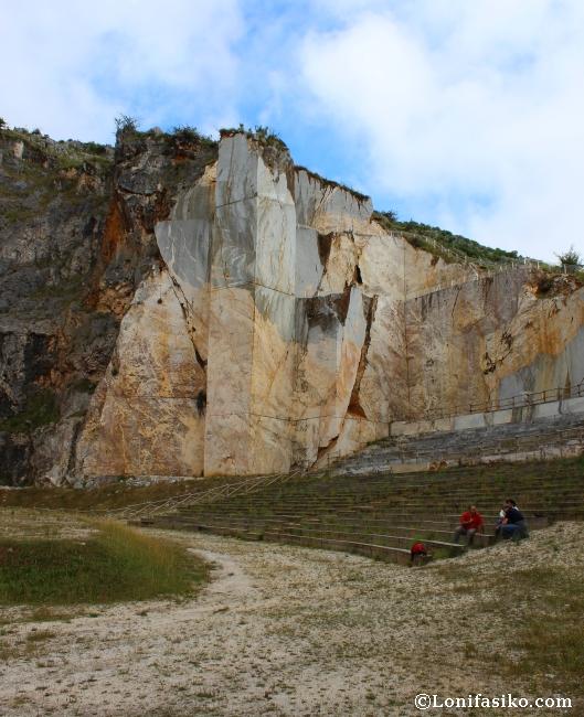 Cueva de Pozalagua cantera auditorio