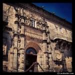 Fachada de la entrada del Parador de Santiago de Compostela