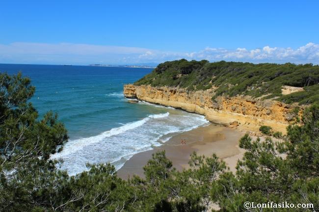 Cala Fonda ó Playa Waikiki en ruta senderismo Camí de Ronda Tarragona Tamarit