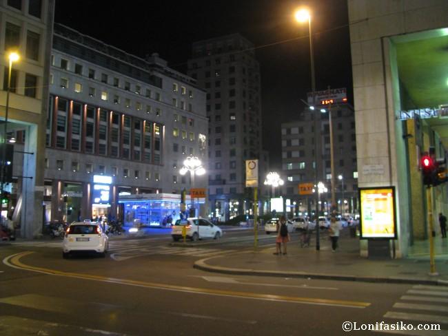 Piazza San Babila Milano desde aeropuerto Linate
