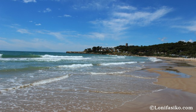 Playa La Mora: Senderismo Camí de Ronda Tarragona Castell Tamarit