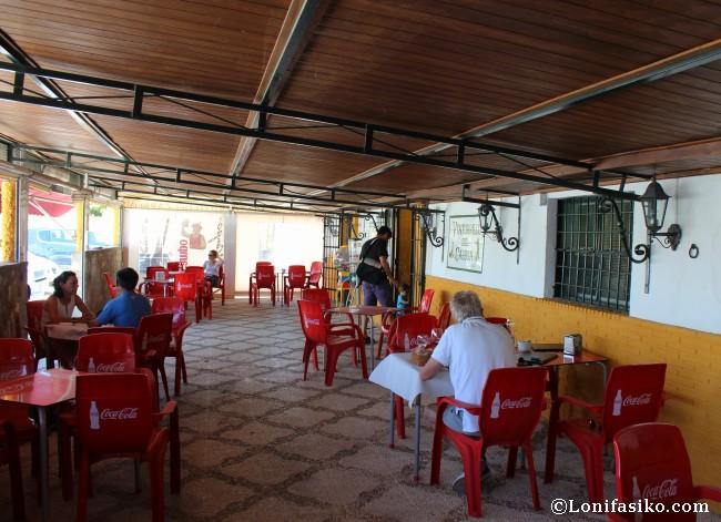 Terraza exterior cubierta del Restaurante Ventorrillo del Carbón