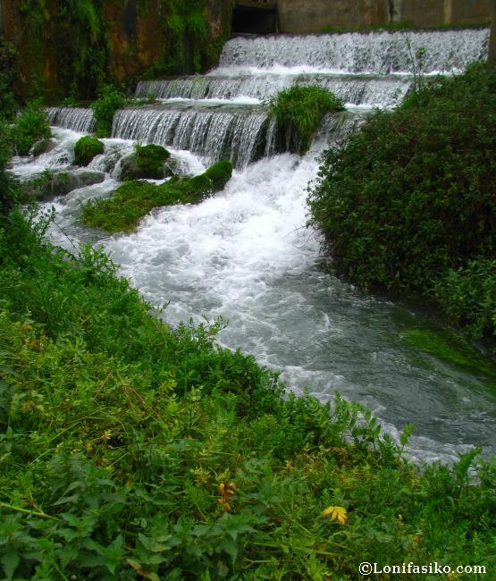 Cascada en el curso inicial del Rio Queiles, de camino a su nacedero en Vozmediano