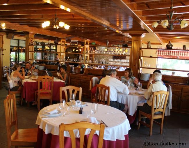 Amplio salón comedor del Restaurante Asador Arume
