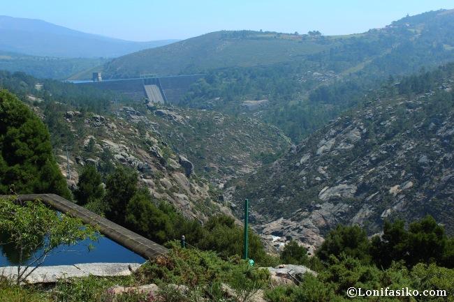 Embalse y presa artificial de Santa Uxía desde el mirador de Ézaro