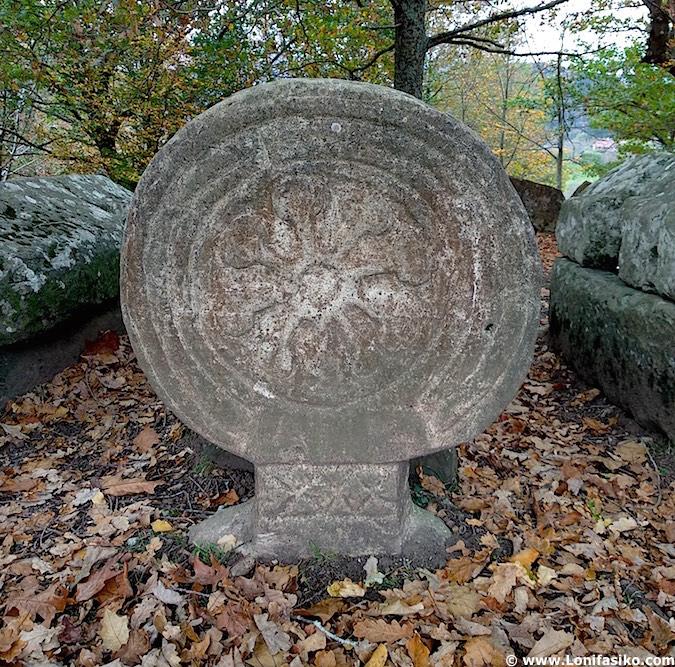 estelas funerarias necrópolis Argiñeta en Elorrio