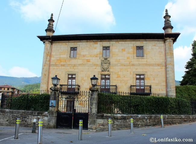 Palacio barroco de Tola en la villa de Elorrio