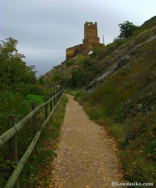 El sendero al nacedero del río Queiles y el castillo de Vozmediano