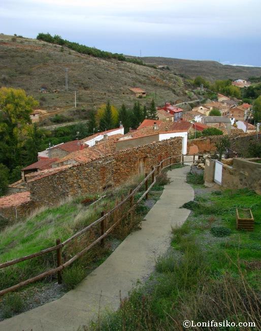 Vistas sobre la vaguada donde nace el río Queiles desde el castillo de Vozmediano