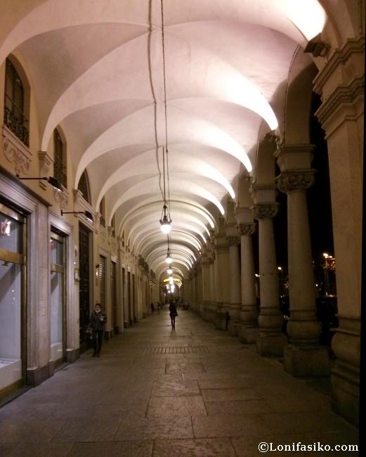 Avenidas porticadas en el centro histórico de Torino, clase y elegancia