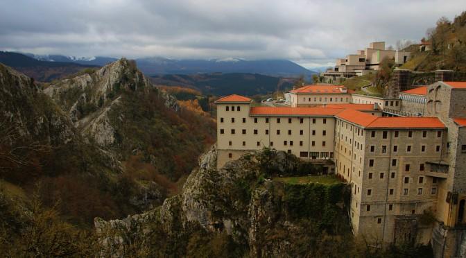 Santuario de Arantzazu se asoma al vacío kárstico