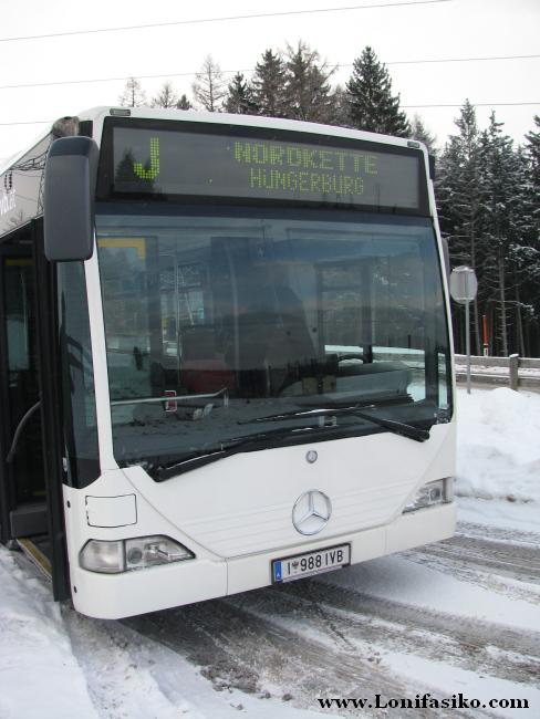 Autobús de la línea 'J' en la parada de Olympiaexpress, en Patscherkofel